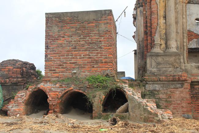 Nhiều công trình đã bị phá hỏng bởi nước biển và gió.