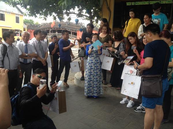 Quảng Nam: Vị khách thứ 10 triệu mua vé tham quan phố cổ Hội An đến từ Thái Lan - Ảnh minh hoạ 2