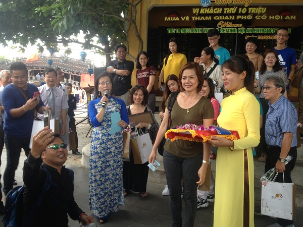 Quảng Nam: Vị khách thứ 10 triệu mua vé tham quan phố cổ Hội An đến từ Thái Lan - Ảnh minh hoạ 3
