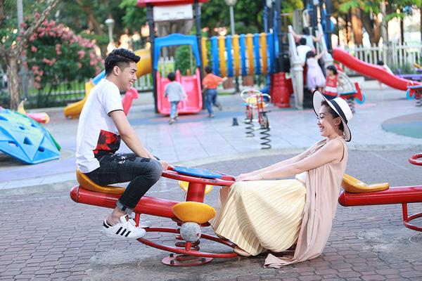 Trong MV, ca sĩ Tóc Tiên xuất hiện với vai trò đặc biệt – bạn gái của Noo Phước Thịnh.