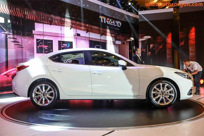 Mazda3 sở hữu thiết kế hiện đại theo ngôn ngữ Kodo với nhiều đường nét bề thế tương tự đàn anh Mazda6. Xét về ngoại thất, Mazda3 mới có phần ấn tượng và bắt mắt hơn. Ảnh Otosaigon