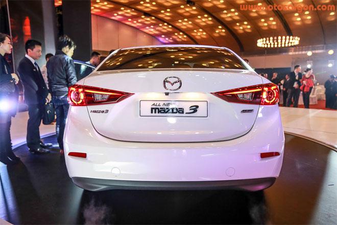 Bản sedan của Mazda3 thế hệ mới có chiều dài 4.580 mm, rộng 1.795 mm và cao 1.455 mm, dài hơn bản hatchback 120 mm ở mức 4.460 mm. Cả 3 phiên bản có cùng chiều dài cơ sở 2.700 mm.Ảnh Otosaigon