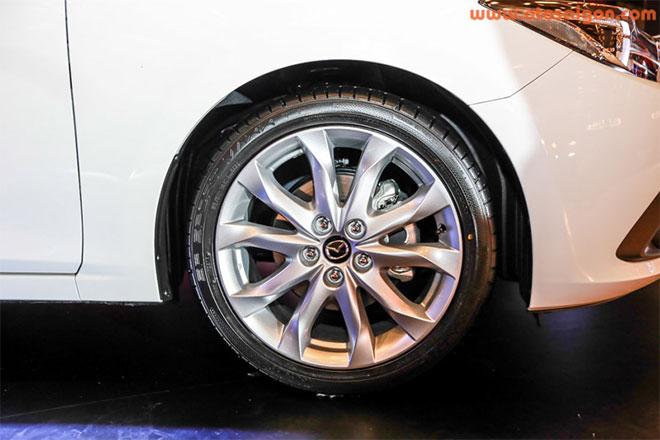Mazda3 trang bị vànhđúc 18 inch cho bản 2.0 Sedan và vành đúc 16 inch cho 2 bản 1.5.Ảnh Otosaigon
