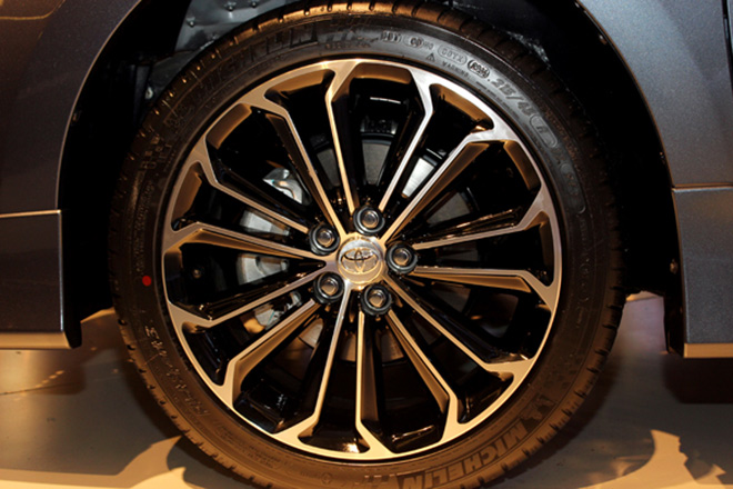 Bộ vành thể thao trên bản cao cấp nhất của Corolla Altis