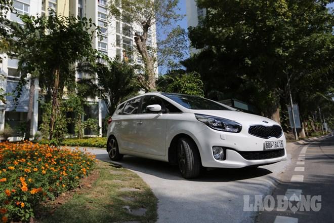 Kia Rondo sở hữu thiết kế hiện đại và khá bắt mắt.