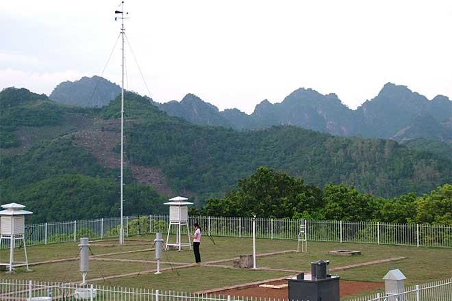 Quan trắc các yếu tố khí tượng tại trạm Sơn La.