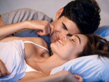 Quan hệ tình dục và sự thân mật cũng có thể tăng lòng tự trọng và hạnh phúc. Nó không chỉ là một toa thuốc cho một cuộc sống lành mạnh, mà còn cho một cuộc sống hạnh phúc.