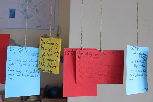 Những tấm thiệp đầy ý nghĩa của các em nhỏ dành cho xưởng