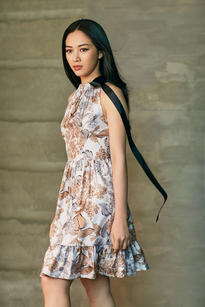 Chọn trang phục gợi cảm đi cùng phong cách trang điểm ấn tượng, Mai Thanh Hà bỗng chốc mê hoặc đến lạ thường.