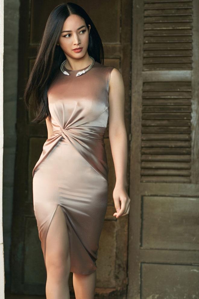 Hình ảnh thanh lịch luôn được nữ diễn viên lăng xê một cách tích cực và biến hóa cho riêng mình.