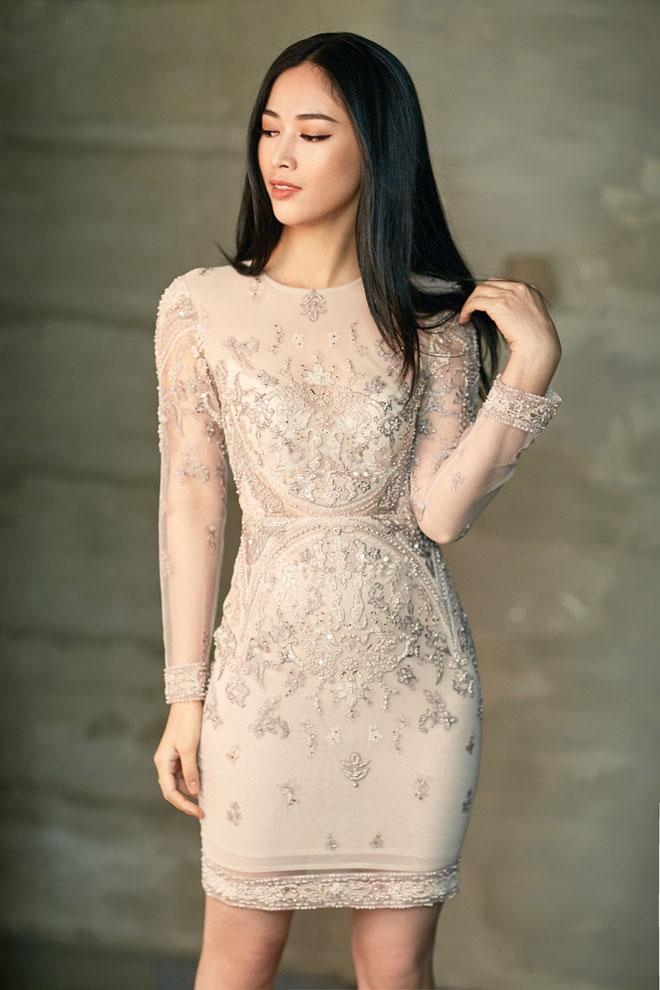 Mái tóc đen dài, gương mặt góc cạnh và sắc sảo là nét nổi bật của cô diễn viên trẻ này.