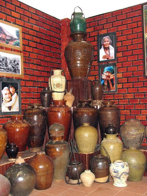 Bộ sưu tập hơn 3.000 đồ cổ giữa đại ngàn